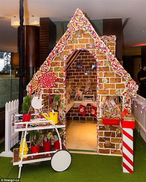 Superb Gingerbread Themed Christmas Party #1: 2F03801100000578-3343835-image-a-1_1449122764853.jpg