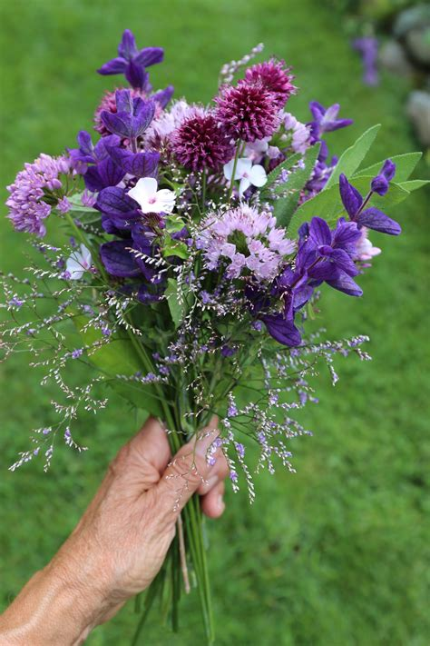 how to make a flower arrangement in 5 easy steps