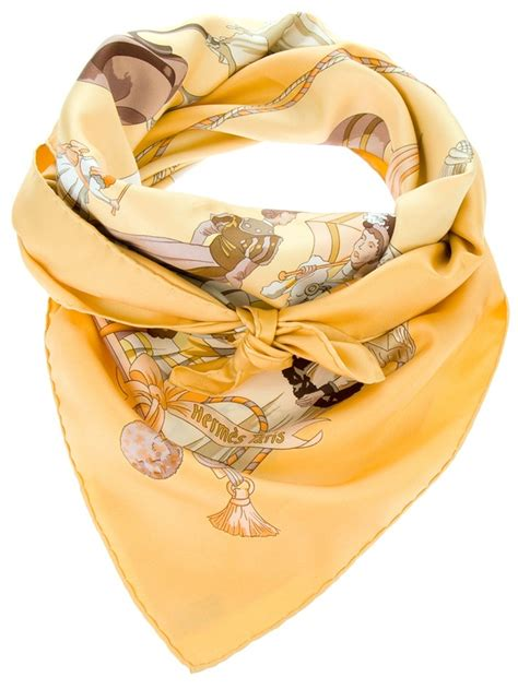 Beautiful Things From Vintage Scarves by Best 25 Hermes Scarves Ideas On Fulares Con