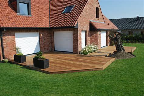 terrasse a terrasse en bois suspendue ou sur lambourdes en pin ou