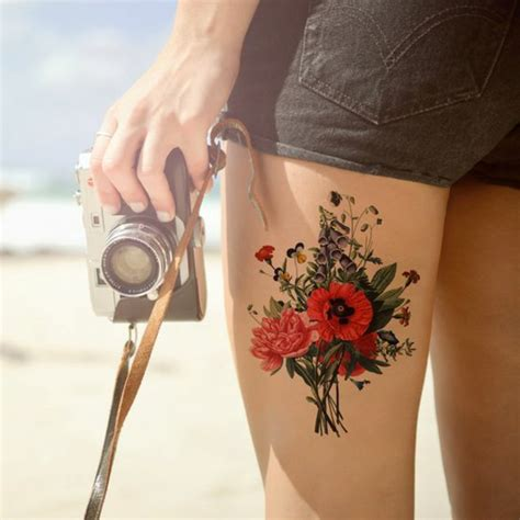 watercolor tattoo graz tattoos frau kamera shorts kurze hose blumen mohnblume