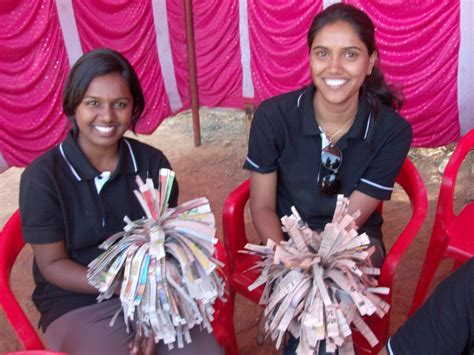 How To Make Cheerleading Pom Poms Out Of Crepe Paper - bowl craft newspaper pom poms mommysavers