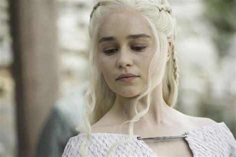 Emilia Clarke Game Of Thrones by Emilia Clarke M 232 Re Des Dragons Et De Sa Propre Vie