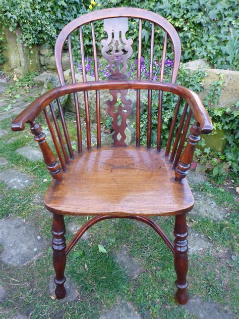 antique windsor armchair antique yew wood windsor armchair decorative splat 268756 sellingantiques co uk