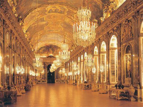 Royal Replicas: Is This Versailles or Peterhof Palace