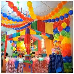 circus centerpieces ideas circus baby shower decorations this idea for a boy