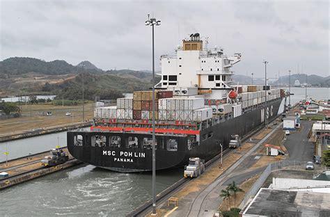 shipping boat to panama file panamax ship exiting the miraflores locks jpg