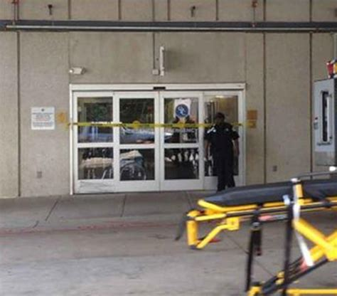 Cmc Emergency Room by Ebola Scare Briefly Closes Er Nbc News