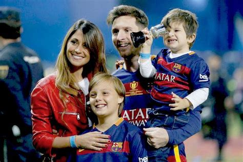 lionel messi family biography image gallery messi family