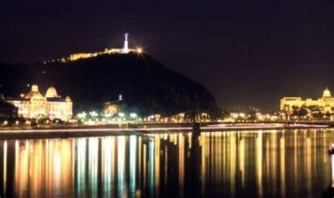 ufficio turistico budapest budapest tra battelli canali e locali galleggianti