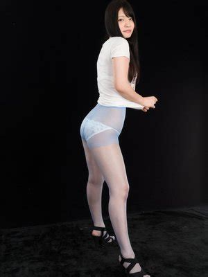 dark haired jav goddess  iori flaunting  pantyhose clad legs  hq