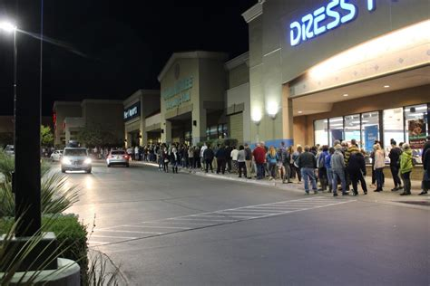 1 000 shoppers wait in line for target s black friday