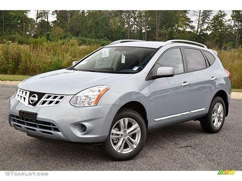 2013 silver nissan rogue brilliant silver 2013 nissan rogue sv exterior photo