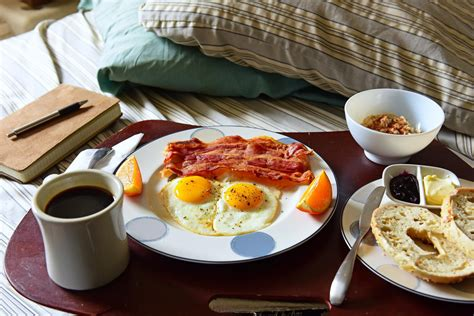 breakfast in bed two republican politicians say women should spend sunday