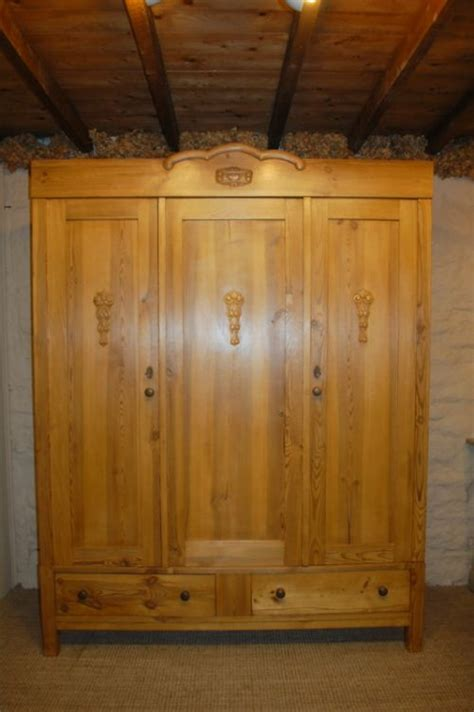 Vintage Pine Wardrobe by Antique Pine Door Wardrobe Armoire 1900 237454 Sellingantiques Co Uk