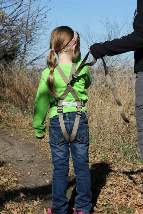 hiking harness rear view of the let s go kiddo activity harness in kiddogear childharness