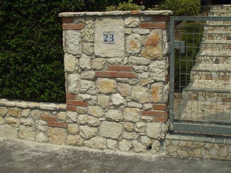 piastrelle finto muro piastrelle finto muro muro giardino con sasso e