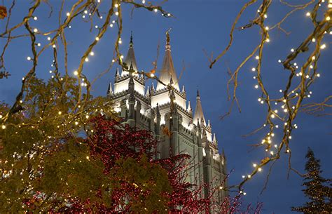 temple square lights 2017 schedule lights on temple square welcome visitors from
