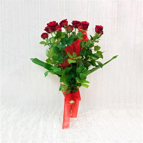 fiori a gambo lungo 12 rosse a gambo lungo fiorista della santa