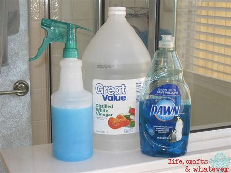 cleaning a bathroom with vinegar life crafts whatever dawn vinegar soap scum killa