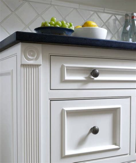 kitchen cabinet moulding ideas 25 best ideas about cabinet trim on pinterest kitchen