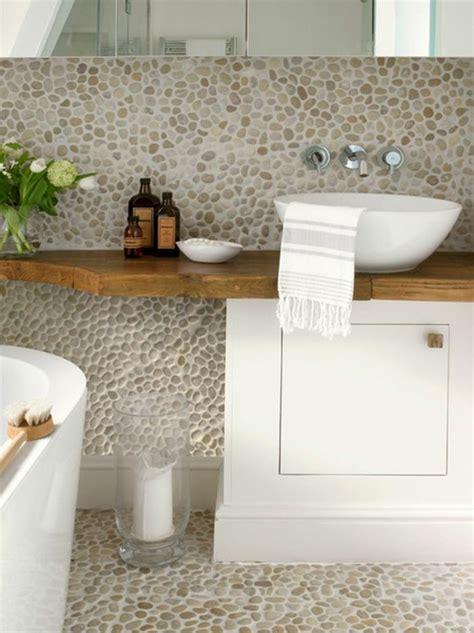 agréable relooker une salle de bain #3: salle-de-bain-en-mosaique-beige-cailloux-decoratifs-salle-de-bain-zen.jpg