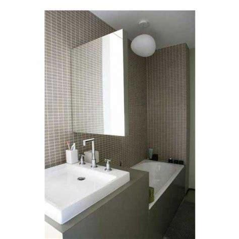 Exceptionnel Idee Carrelage Petite Salle De Bain #6: petite-salle-de-bain-en-carrelage-gris-taupe-500x500.jpg
