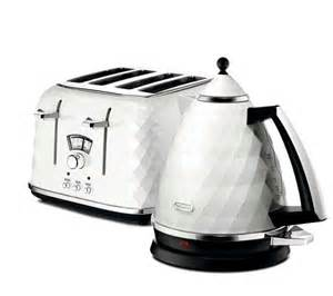 Delonghi White Kettle And Toaster Delonghi Brillante White 3kw Kettle And 4 Slice Toaster