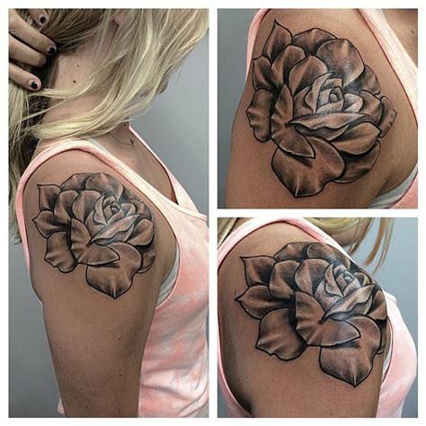 rose tattoo on shoulder woman girl shoulder rose tattoo amazing tattoo