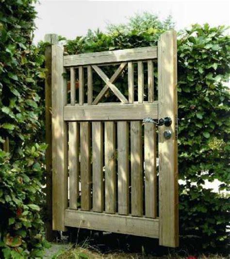 portillon pour jardin portillon de jardin bois portail bois exotique carlier construction