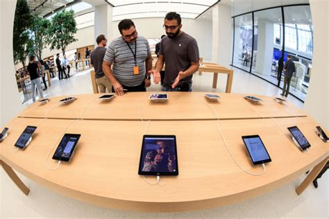 apple yas mall apple opens first middle east stores in dubai abu dhabi