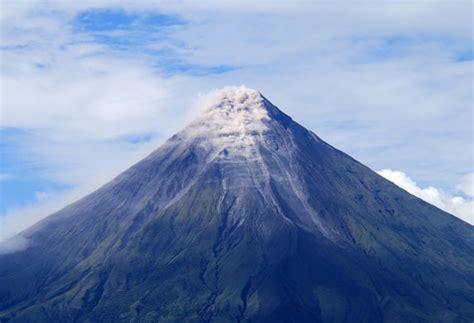 vulcano camino camino oto 241 al mayon volcano threatens legazpi residents