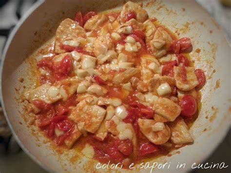 come cucinare il petto di pollo in modo leggero bocconcini di pollo con pomodorini e provola colori e