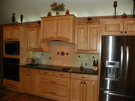 kitchen maple cabinets black appliances casa de mi