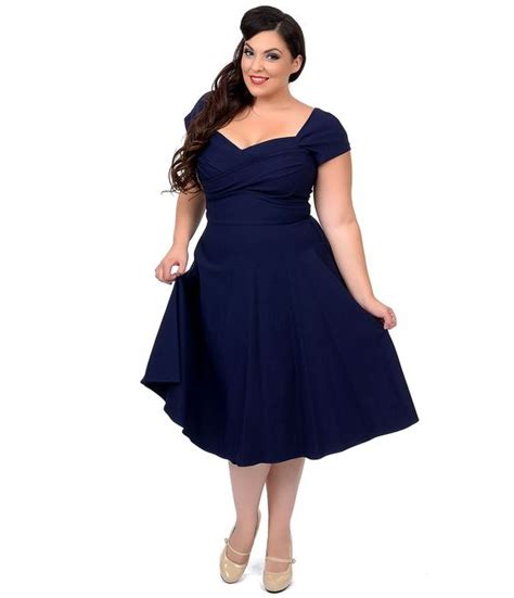 5 beautiful navy blue dresses for curvy women   curvyoutfits.com