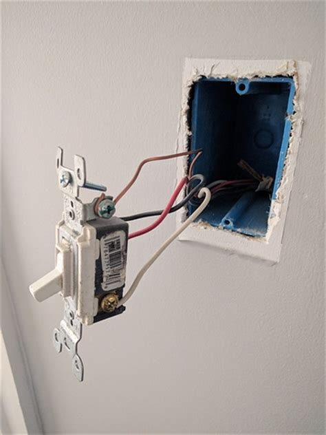 4 way switch wiring power from light fixture to light