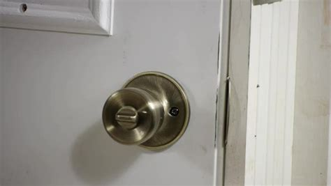 Door Knob Size by How To Install A Door Knob In A Non Standard Size Door Ehow
