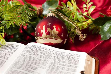 christmas bible verses  reflect    holidays   christianmingle