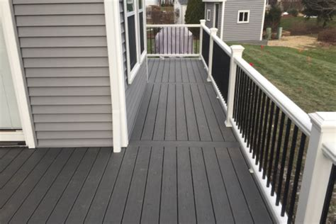 White Deck Railing With Black Balusters Clam Shell Trex 174 Deck With White Transcend Railings With