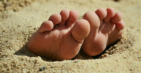 diversi tipi di piedi dolori sotto i piedi seonami