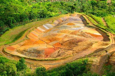 Pasir Silica Kandila Warna Hijau Ajaibnya Pasir Warna Warni Di Tanah Tujuh Warna Chamarel