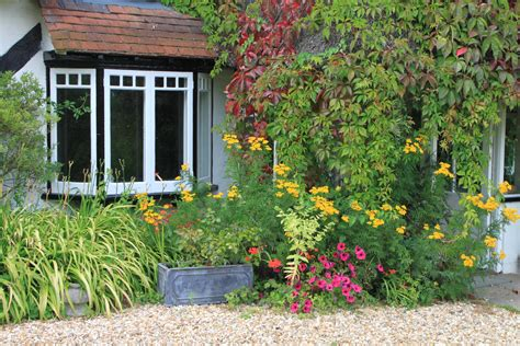 the traditional cottage garden farthing corner bed
