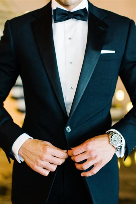 etiquette alert what to wear to your friend s wedding