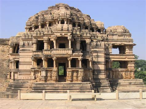 architecture on the wall of saas bahu temple in gwalior findmessages