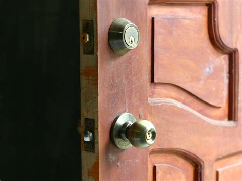 Answer The Door by How To Answer The Door Safely 8 Steps With Pictures