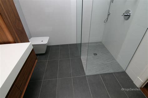 seamless bathroom flooring european style c 233 ramiques hugo sanchez inc