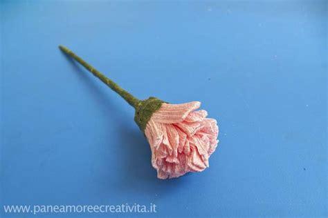 fiori di carta crespa spiegazioni lavoretti di primavera come fare un fiore di carta crespa