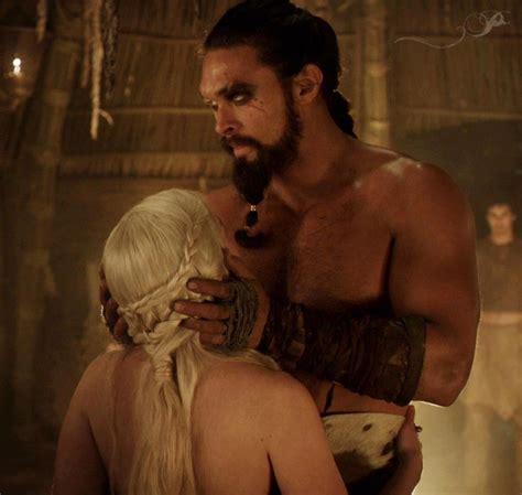 emilia clarke bathtub scene daenerys targaryen emilia clarke y khal drogo jason