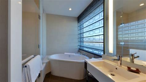 vdara 1 bedroom suite bathroom and soaking tub in a one bedroom loft suite at