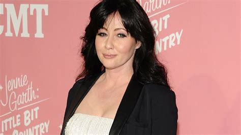 hollywood celebrities cancer 19 celebrities who have had or are battling breast cancer